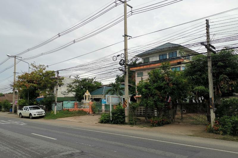 411 หมู่ 5 ถนนพหลโยธิน (ทล.1) บ้านกล้วย เมืองชัยนาท ชัยนาท